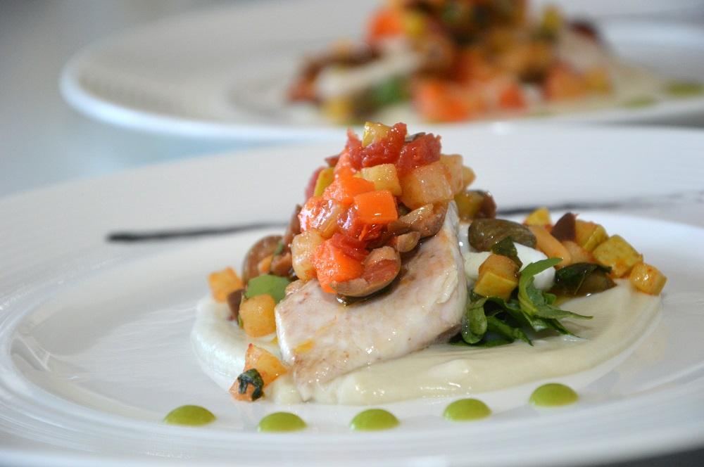 Filetti di pesce con caponata di verdure