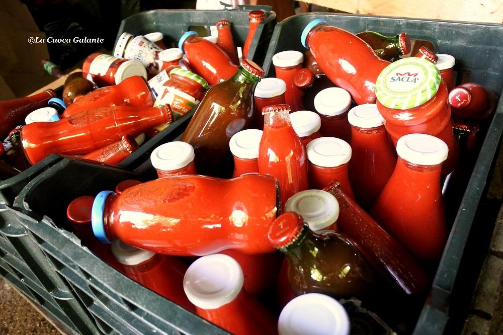 bottiglie-di-pomodori