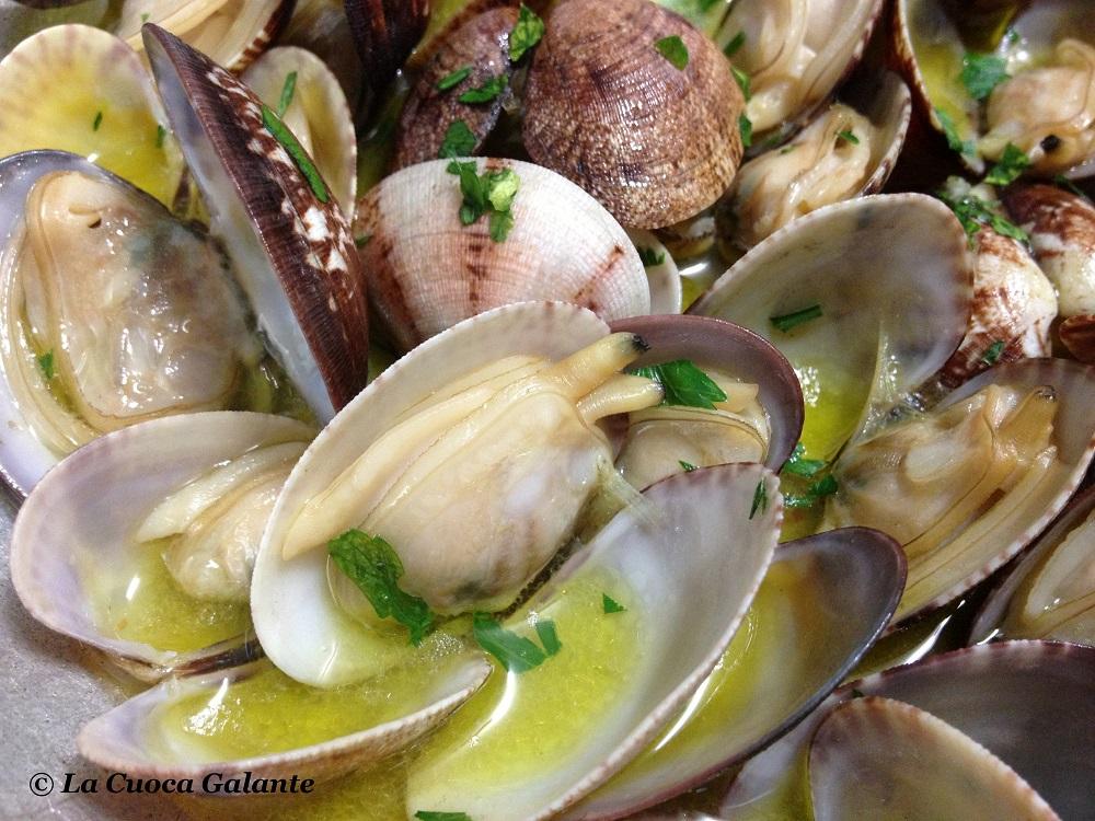 ricette con frutti di mare - saute vongole