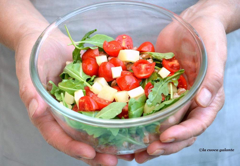 Insalata di farro con pomodorini, rucola e Pecorino Toscano DOP.
