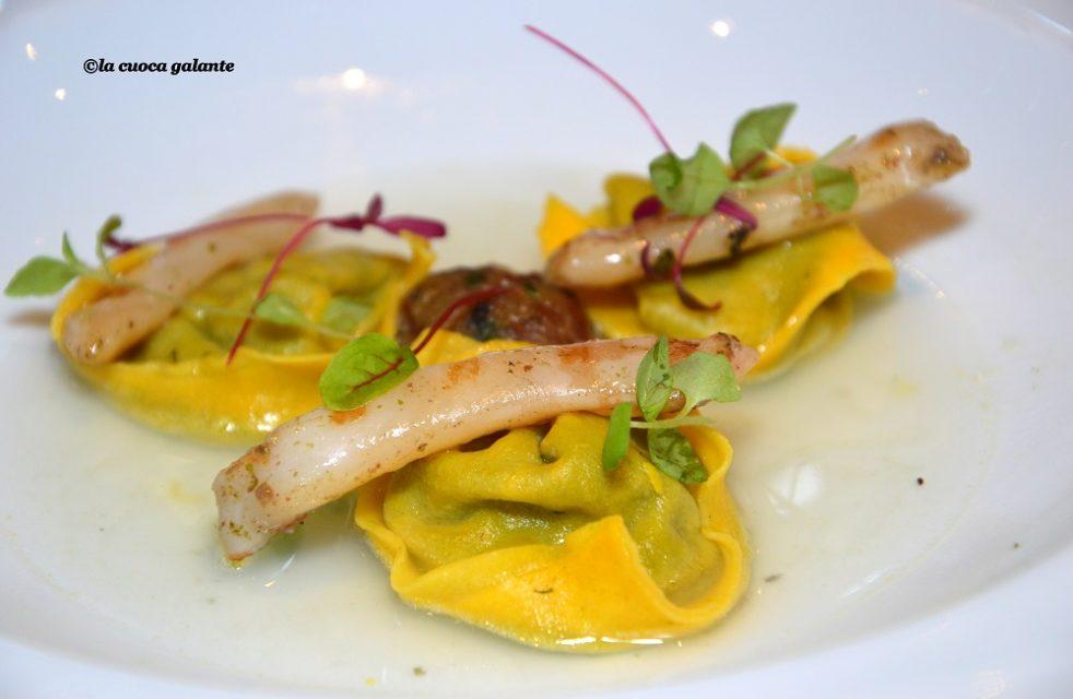 Tortello-di-erbe-ristretto-di-mare-limone-e-cannolicchi-grigliati-di-Antonio-Petrone