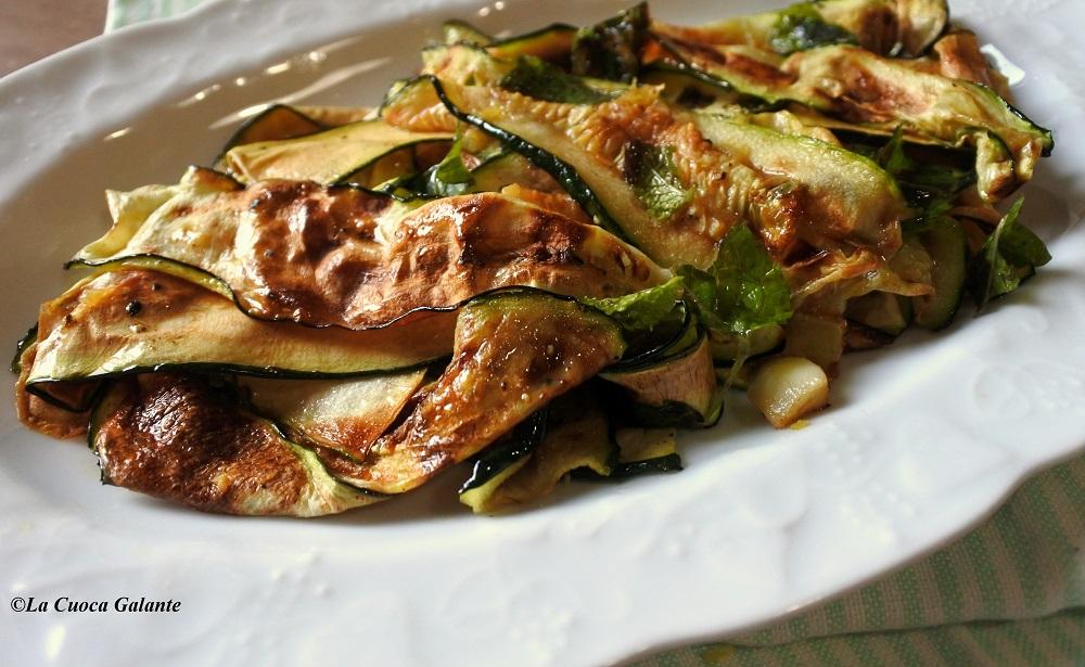 Zucchine grigliate marinate con olio e limone